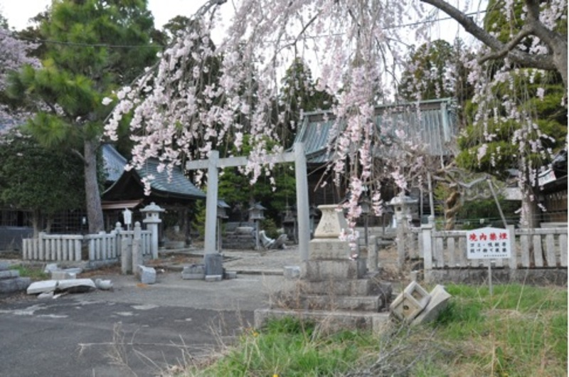 Odaka-Shrine--deformed by the earthquake