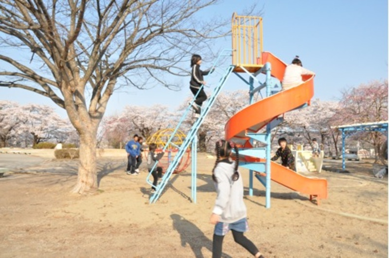 Children at play at Yonomori Park, April 21, 2012 at the peak of cherry blossom viewing