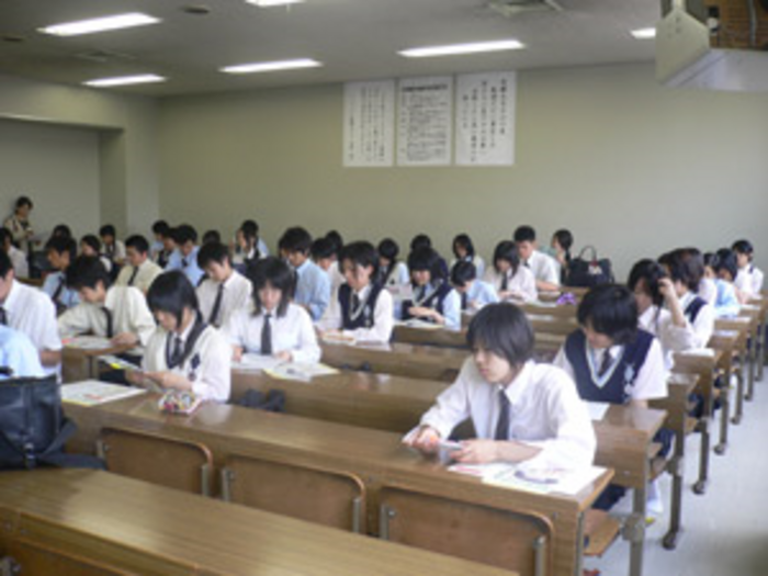 "8917 7 - The Making of Japan's New Working Class: ""Freeters"" and the Progression From Middle School to the Labor Market"