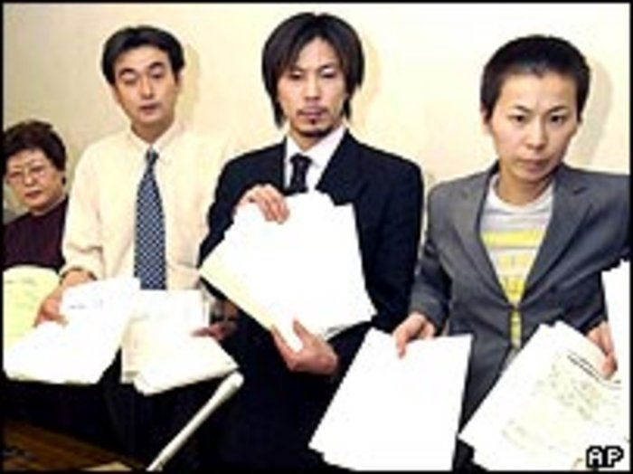 C.BBC12Apr04AP petition ap - The Homecoming of Japanese Hostages from Iraq: Culturalism or Japan in America's Embrace?