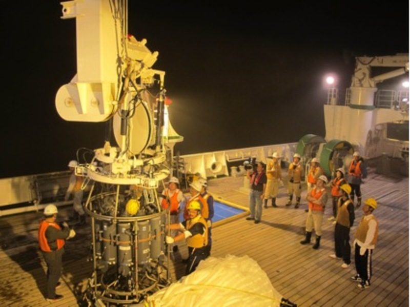 The TUMSAT team preparing to collect samples aboard the Umitaka Maru (Miguel Quintana)